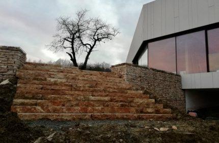 realizácia schodov a gabiónového múru