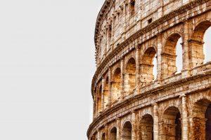 Rímske Coloseum pri zapadajúcom slnku